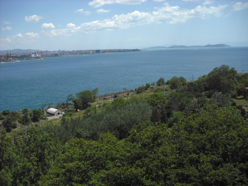 Settlements have thrived since the 7th century BC where Europe, Istanbul/Constantinople, meets Asia, Uskudar/Scutari...