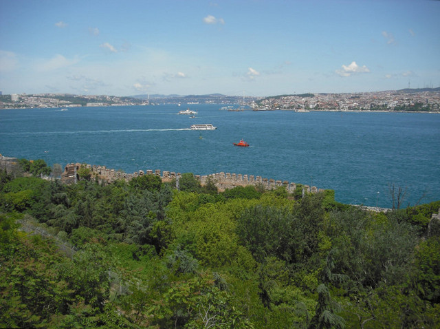 ...by the Golden Horn, Bosphorus and Sea of Marmara, here from Topkapi Palace/Topkapi Sarayi on Seraglio Point.